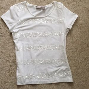 Beautiful and stylish white T-shirt with sequins.